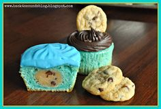 Back 4 Seconds' Cookie Dough Monster Cupcakes are a super fabulous tribute to the childhood indulgence that IS cookie monster. Cookie Dough Recipes, Edible Cookie Dough, Chocolate Chip Cookie Dough, Cupcake Recipes, Cupcake Cakes, Dessert Recipes, Cupcake Ideas, Frosting Recipes, Cup Cakes