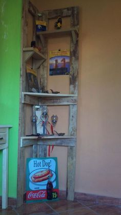 Just a simple corner shelf made from recycled wooden pallets.