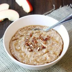 Overnight Oatmeal Overnight Apple-Cinnamon Steel-Cut Oatmeal- great for early morning races.Overnight Apple-Cinnamon Steel-Cut Oatmeal- great for early morning races. Brunch Recipes, Sweet Recipes, Breakfast Recipes, My Favorite Food, Favorite Recipes, Cinnamon Apples, Cinnamon Oatmeal, Apple Oatmeal, Overnight Oatmeal
