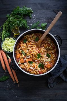 Minestrone with savoy cabbage, carrots and white beans. Vegetarian stew, so delicious! - Recipe for minestrone with savoy cabbage, carrots and white beans. The finest winter soul food, veg - Best Soup Recipes, Pork Recipes, Crockpot Recipes, Vegetarian Stew, Vegetarian Recipes, Slow Cooking, Spicy Soup, White Beans, Healthy Soup