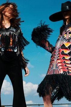 Balmain Resort 2020 Fashion Show - Vogue Live Fashion, Fashion 2020, Runway Fashion, Fashion Show, Women's Fashion, Fashion Spring, Fashion Trends, Vogue Paris, Wedding Dress