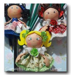 POnteiras bonequinhas com roupinha em tecido e cabecinha feita com modelador... Ateliê Meg Art's... Kit bola http://ateliemegarts.loja2.com.br/4398072-Kit-bo...