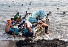 Halászok | Fishermen  http://upload.wikimedia.org/wikipedia/commons/d/d2/Acapulco_fishermen.jpg