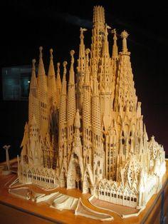 Sagrada Familia - model of complete cathedral Central tower will be 170 m high (in 2026 ? Architecture Concept Drawings, Spanish Architecture, Historical Architecture, Architecture Details, Cathedral Architecture, Sacred Architecture, Antonio Gaudi, Dubai Skyscraper, Madrid