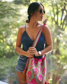 Summer vibes 🌿 @lauraichg ~ Castropol Bag #chilabags | Shop link in bio ~ www.chilabags.com