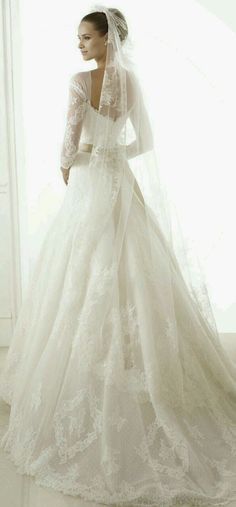 I absolutely adore the back of this dress, how it's very low despite having sleeves.
