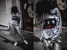 Get this look: http://lb.nu/look/8861921 More looks by Elifnaz Kuşkaya: http://lb.nu/user/3307821-Elifnaz-K Items in this look: Pull & Bear Sweatshirt, H&M Metallic Skirt #casual #minimal #sporty #elegant #comfy #fblogger #street #preppy #skirts