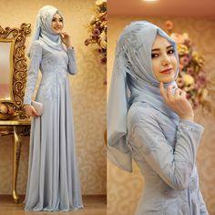 Vee merakla beklenen Samyeli abiyemiz yeniden stoklarda www.gamzepolat.com.tr Bridal Hijab, Hijab Bride, Wedding Hijab, Hijab Abaya, Hijab Gown, Muslim Brides, Muslim Women, Beautiful Hijab, Beautiful Dresses