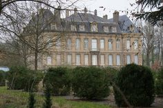 Here is a wonderful close up view that includes the entire Chateau.