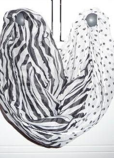 Kupuj mé předměty na #vinted http://www.vinted.cz/doplnky/velke-satky/15466400-bilo-cerny-satek-s-puntiky-a-pruhy