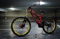 Specialized / Demo 8 et 9 Moutain Bike, Mountain Biking, Downhill Bike, Specialized Bikes, Ride Or Die, Super Bikes, Bike Trails, Road Bikes, Like4like