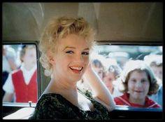 """1956 / Joli portrait candide de Marilyn lors du tournage de """"Bus stop""""."""