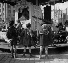 The Carousel, Paris, 1954 (photo by Robert Doisneau)