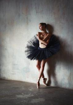 Vaganova Ballet Academy student, Anna Shishanova. Photographed by Katerina Zimina.