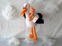 Das musst Du unbedingt haben: Auf dem Rücken des Storches sitzt ein fröhliches Baby. Häkle gleich los, super als Deko ++ auch als Geschenk. Viel Spaß damit.