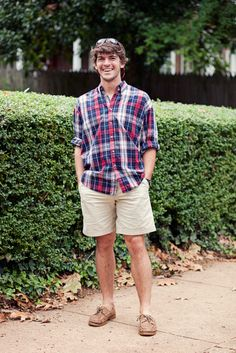 Ratliff, Angus ~ Polo/Oxford button up khaki shorts Sperrys = my own lil southern gentleman. Frat Style, Preppy Style, Men's Style, Southern Gentleman, Preppy Southern, Southern Prep, Southern Charm, Sharp Dressed Man, Well Dressed Men