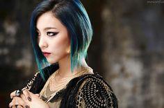 Best hair in Kpop history? Fx Luna, Red Light, Krystal, Cool Hairstyles, Dreadlocks, Victoria, Photoshoot, Kpop, Lights