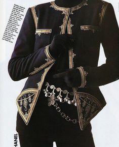 Chanel ensemble shot by Gilles Bensimon for Elle 1989 #vintage #retro #fashion #80s #80sfashion #vintagefashion #editorial #elle #editorial #chanel #awesome80s #totally80s #gillesbensimon