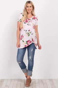 A floral print short sleeve maternity top. This style was created to be worn before, during, and after pregnancy. Casual Maternity Outfits, Stylish Maternity, Pregnancy Outfits, Maternity Wear, Maternity Tops, Maternity Fashion, Fall Pregnancy, Maternity Styles, Pregnancy Fashion