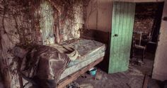 This is the latest series of snaps featuring an abandoned Irish property from photographer Donal Moloney.