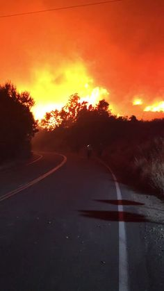#ThomasFire: This is what we're seeing on the Maricopa Highway in the Ojai Area. - @ABC7