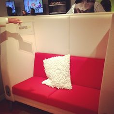receives a award for their Motive Seating System @ Genre, Awards, Furniture, Everything, Home Furnishings, Arredamento