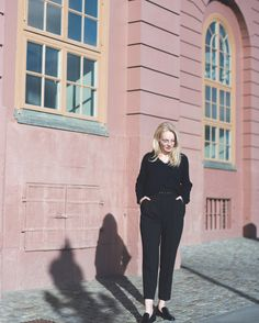Cant get enough of these Stockholm photos. Where can I find pink wall like this in Amsterdam? Pink Walls, Stockholm, Amsterdam, Normcore, Instagram Posts, Photos, Style, Fashion, Swag