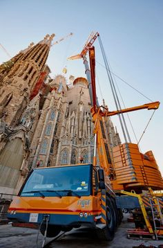 Grúas Rigar relocates construction crane at the Sagrada Familia in Barcelona using Liebherr LTM1500-8.1 mobile crane