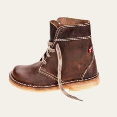 Cocoa. Lovely boots. Duckfeet faborg.