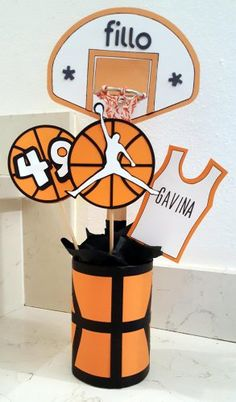 Basketball scrapbooking table center 12th Birthday Party Ideas, Sports Themed Birthday Party, Basketball Birthday Parties, Sports Party, Grad Parties, Scrapbooking Table, Diy Toys Car, Basketball Decorations, Basketball Design