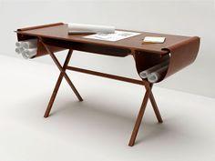 Escrivaninha de Madeira. Designer: Giorgio Bonaguro / Valsecchi Spa.