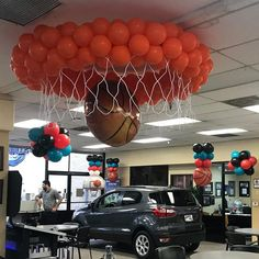 "March Madness at Simi Valley Ford. Party Blitz makes this ""winning"" design to celebrate all basketball fanatics! Basketball Decorations, Balloon Decorations, Birthday Party Decorations, Sports Theme Birthday, Basketball Birthday Parties, Theme Sport, Basketball Baby Shower, Sports Party, Balloons"