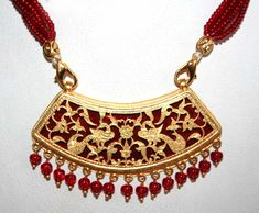 Thewa Jewelry is a special and an exquisite art form of jewellery making which involves the fusing of pure 23K gold onto a molten glass so as to produce beautiful designs in both artifacts and jewellery. This form of art originated approximately 300 years ago.