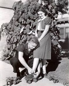 Judy Garland in rollerskates Old Hollywood Stars, Hooray For Hollywood, Golden Age Of Hollywood, Vintage Hollywood, Classic Hollywood, Judy Garland, Sean Penn, Catherine Deneuve, Roller Skating