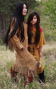 Native American sisters (from the Sioux Tribe) of Turtle-Island! Native American Girls, Native American Beauty, Native American Photos, American Indian Art, Native American History, American Indians, Navajo, Indian Heritage, Native Indian