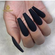 Are you still looking for the best matte nails this fall? Look at our carefully prepared hottest fall frosted coffin nails designs. Hope to give you a lot of inspiration. Black Coffin Nails, Matte Black Nails, Black Acrylic Nails, Best Acrylic Nails, Long Black Nails, Stylish Nails, Trendy Nails, Goth Nails, Ballerina Nails