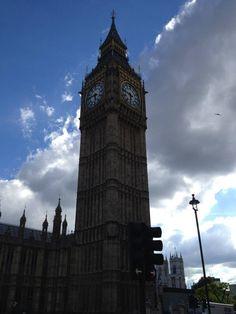 Londres - O inevitável Big Ben. Esta cidade é um metrópole, repleta de gentes vindas de todas as partes do mundo. Bela, afável profunda, marcada pela história.