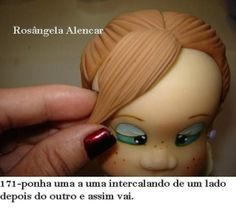 How to Make a Doll Wig / Doll Hair - Мастер-классы по украшению тортов Cake Decorating Tutorials (How To's) Tortas Paso a Paso Fondant Toppers, Fondant Cakes, Cupcake Cakes, Fimo Polymer Clay, Polymer Clay Christmas, Cake Topper Tutorial, Fondant Tutorial, Fondant Figures, Fondant Hair