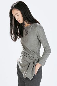 Top with gathered side from Zara dresses up a jeans look Twist Front Top, Look Fashion, Womens Fashion, Zara Tops, Corsage, What To Wear, Style Me, Street Style, Style Inspiration
