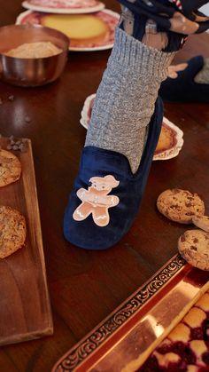 Homewear accessories: socks and slippers Bold Fashion, Minimal Fashion, Minimal Style, Womens Fashion, Pajama Party, Summer Sale, Happy Holidays, Spring Summer Fashion, Xmas