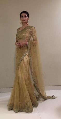 Karabandha Piece - deux pièces karabandha Source B alabh 0 k - Indian Fashion Dresses, Dress Indian Style, Indian Designer Outfits, Designer Dresses, Saris, Sari Dress, The Dress, Indian Wedding Outfits, Indian Outfits