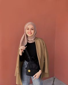 112 hijabs not to be missed this winter - page 1 Modern Hijab Fashion, Street Hijab Fashion, Hijab Fashion Inspiration, Muslim Fashion, Fashion Trends, Simple Hijab, Casual Hijab Outfit, Hijab Chic, Hijab Style Dress