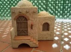 Resultado de imagen para caravanserai+belenes Nativity House, Christmas Nativity Scene, Christmas Projects, Christmas Diy, Christmas Decorations, African House, Beaded Christmas Ornaments, Ceramic Houses, Fairy Houses