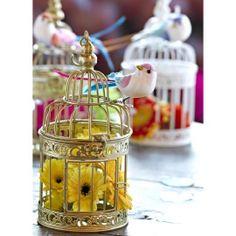 Deze prachtige vogeltjes zien er uit alsof ze elk moment kunnen gaan zingen. Vrolijke, kleurrijke wijsjes en deuntjes om lekker op te dansen. Een aanwinst voor elk feestje dus. Gebruik ze bij de tafelindeling of als extra decoratie in een bloemstuk. Voor bruiloften, verjaardagen en stijlvolle tuinfeestjes. Of gewoon voor in huis, om elke dag een beetje mooier te maken.