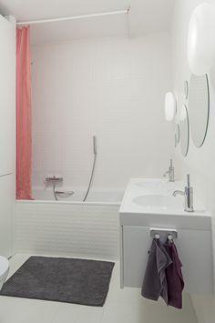 łazienka / bathroom our project #idea #minimal #white #stone #circles #red #wnętrze #projektowanie #interiordesign #warsaw Bath Mat, Minimal, Curtains, Shower, Bathroom, Rugs, Home Decor, Rain Shower Heads, Washroom