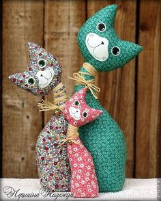 The Holy Family of Koteeks Textile Inter … - Stofftiere Sewing Toys, Sewing Crafts, Sewing Projects, Sewing Stuffed Animals, Stuffed Animal Patterns, Fabric Toys, Fabric Crafts, Paper Toys, Cat Crafts