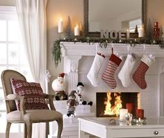 Love this clean and fresh Christmas Mantle decor. Cosy Christmas, Decoration Christmas, Christmas Fireplace, Christmas Mantels, Merry Little Christmas, White Christmas, Christmas Stockings, Christmas Holidays, Xmas