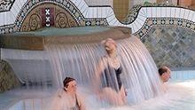 Mensen onder waterval Zuiderparkbad Netherlands, Amsterdam, Facebook, Sport, Nostalgia, The Nederlands, The Netherlands, Deporte, Sports
