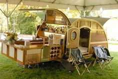 I really need this. Woody mobile home bar with bedroom & kitchen inside trailer.