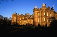 Holyrood palace in Edinburgh Dundee, Holyrood Palace, Ancient Architecture, Big Sky, Scotland Travel, Lonely Planet, Great Britain, Edinburgh, Planets